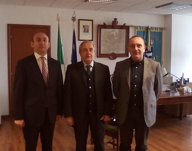 mammad-bahaddin-ahmadzada-sindaco-e-petrocelli-fonte-sassilive